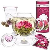 Teabloom Eternal Love Blühender Tee & Teekanne Geschenkset - 4-6 Tassen Glas Teekanne, Deckel mit Herz, Teekannenwärmer, Glas Tee-Ei für lose Teeblätter & Dose mit 12 herzförmigen Blütentees