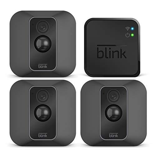 Blink XT2 (2. Gen.) – Smarte Sicherheitskamera   Für den Außen- und Innenbereich mit Cloud-Speicher, Zwei-Wege-Audio und 2-jähriger Batterielaufzeit   System mit drei Kameras