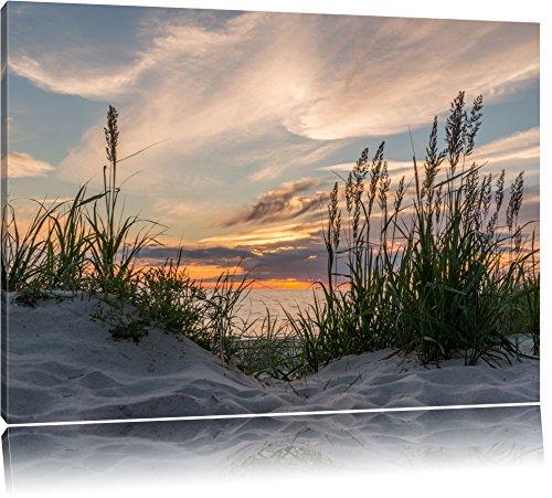 Gras am Strand bei Sonnenuntergang Format: 120x80 auf Leinwand, XXL riesige Bilder fertig gerahmt mit Keilrahmen, Kunstdruck auf Wandbild mit Rahmen, günstiger als Gemälde oder Ölbild, kein Poster oder Plakat